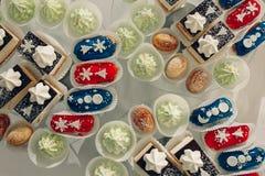 Tavola del dessert per un partito Dolce di Ombre, bigné Candy Antivari Fotografia Stock Libera da Diritti