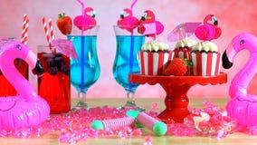Tavola del partito di estate con il tema rosa del fenicottero Immagine Stock