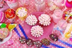 Tavola della festa di compleanno per i bambini Fotografie Stock