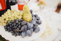 Tavola di buffet d'approvvigionamento con di servizio ristoro delizioso immagine stock