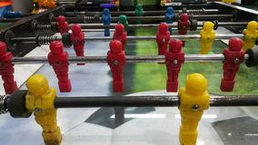 Tavola di calcio-balilla nel centro dei giochi fotografia stock
