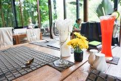 Tavola di cena nel ristorante per datare Fotografie Stock