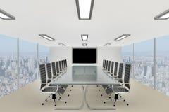 Tavola di conferenza corporativa alla moda in un ufficio del grattacielo Immagini Stock