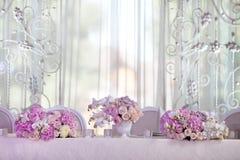 Tavola di eleganza installata per nozze Fotografie Stock Libere da Diritti