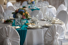 Tavola di eleganza installata per nozze in turchese Immagine Stock