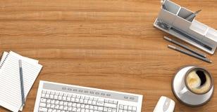 Tavola di legno con gli articoli per ufficio, vista superiore Fotografia Stock