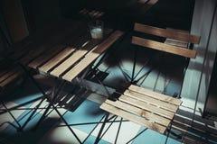 Tavola di legno del caffè di estate Immagini Stock