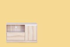 Tavola di legno per la televisione messa su superiore isolata Fotografia Stock