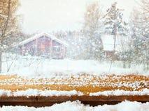 Tavola di legno vuota davanti al paesaggio vago di inverno Immagini Stock Libere da Diritti
