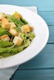 Tavola di picnic dell'insalata di caesar di estate Fotografia Stock
