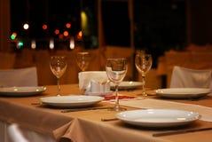 Tavola di sera del ristorante Fotografie Stock