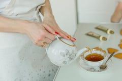 Tavola di tè, tazze di tè della porcellana, cerimonia di tè Fotografia Stock