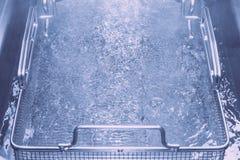 Tavola di vapore del metallo con acqua calda Profondità del campo poco profonda prescelto fotografie stock