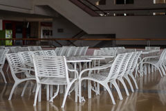 Tavola e sedia di conferenza per incontrarsi brainstorm fotografie stock