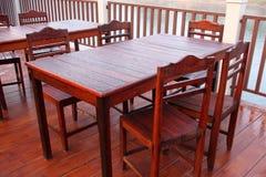 Tavola e sedie di legno Fotografie Stock