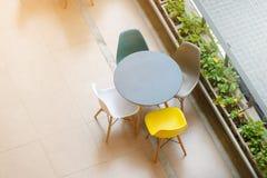 Tavola e sedie moderne Immagine Stock Libera da Diritti