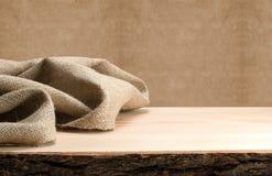 Tavola e tela di sacco di legno Immagini Stock