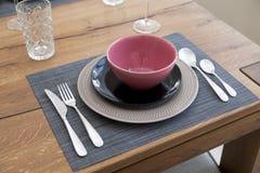 tavola installata per stanza dinning Immagine Stock Libera da Diritti