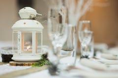Tavola meravigliosamente decorata con la luce della candela Fotografia Stock Libera da Diritti