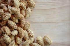 Tavola più cruda di legno del seme di Almons Fotografia Stock Libera da Diritti