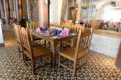 Tavola vuota in ristorante Fotografia Stock Libera da Diritti