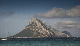Tavolara海岛;这个海岛是撒丁岛意大利的多数重要海岛之一 库存图片