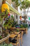 Tavole del ristorante sul marciapiede Fotografia Stock