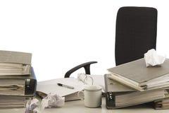 Tavolo disorganizzato immagini stock libere da diritti