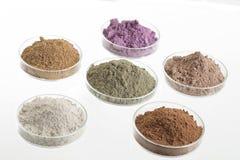 Tavolozza cosmetica dell'argilla per il trattamento del corpo e della STAZIONE TERMALE fotografia stock libera da diritti