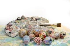 Tavolozza della spazzola delle uova di Pasqua Immagini Stock Libere da Diritti