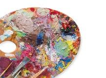 Tavolozza di arte con i colpi variopinti della pittura, isolati Fotografie Stock