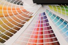 Tavolozza di colore con i vari campioni fotografie stock