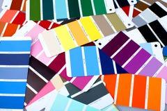 Tavolozza luminosa dei colori su fondo di legno fotografia stock