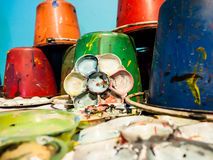 Tavolozze di arte e secchi della pittura immagini stock libere da diritti