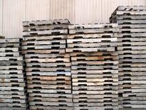 Tavolozze di legno impilate Immagine Stock Libera da Diritti