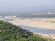 Tawi flod, Jammu, Indien Arkivfoto