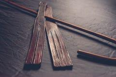 Tawse do bastão e do couro de Rattan para a punição imagem de stock