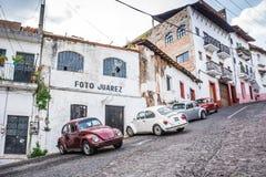 Taxco Meksyk, Pa?dziernik, - 29, 2018 Ulica meksykanina s?awny turystyczny miasto zdjęcia stock