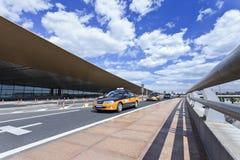 Taxi à l'aéroport international capital de Pékin Images stock