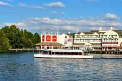 Taxi łodzi i kolorowego dockside nabrzeża panoramiczny widok na zmierzchu tle przy Jeziornym Buena Vista terenem 5 obraz stock