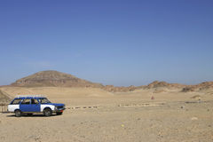 Taxi 132 dans le désert de Sinai Images libres de droits