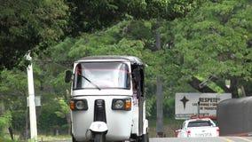 Taxi, automobili, veicoli adibiti al trasporto di persone, trasporto stock footage