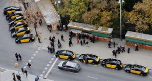 Taxi in Barcelona sind auf dem Aufbruch Â-Ansicht von oben Lizenzfreie Stockfotografie