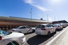 Taxi biały kolor miasto Madryt na miasto ulicach Obraz Royalty Free