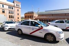 Taxi biały kolor miasto Madryt na miasto ulicach Obrazy Royalty Free