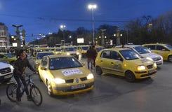 Taxi blokują centrum przy 24 Marzec, 2016 w Sofia, Bułgaria Obrazy Stock