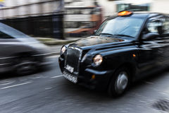 Taxi británico típico Imagen de archivo libre de regalías