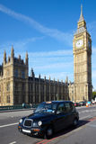 Taxi cab near of Big Ben Royalty Free Stock Images