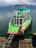 Taxi coloré de l'eau de Toba de lac photos libres de droits