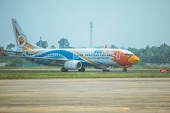 Taxi d'avion de ligne aérienne de NOK chez Ubonratchatani photographie stock libre de droits
